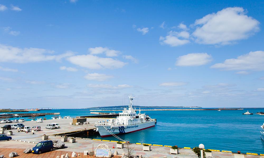 宮古ブルーの海が目の前の究極のリモートワークオフィス